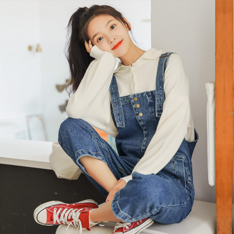 The new Korean style of 2019 spring is chic and simple with wide leg denim pants, which is loose and nine-point one-piece for women