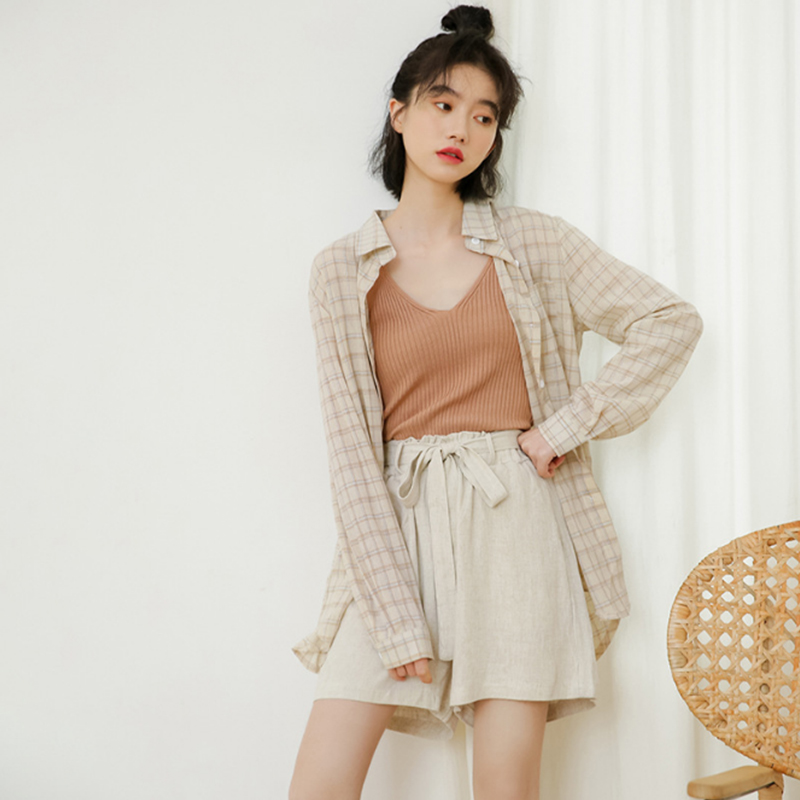 Stylish three-piece summer 2019 new Korean checked shirt sunblock + halter top + high-waisted bud shorts
