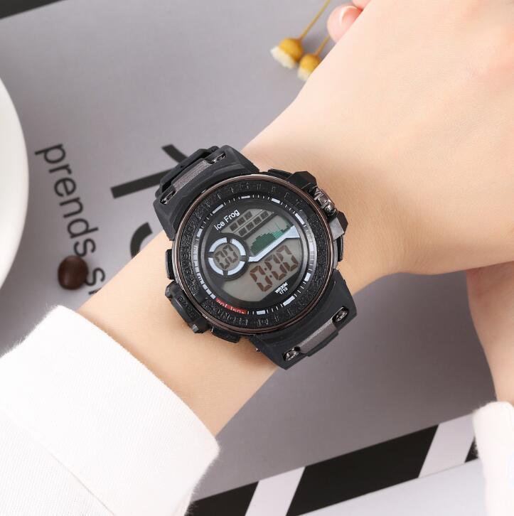 男女通用多功能防水电子表 时尚女士手表男款