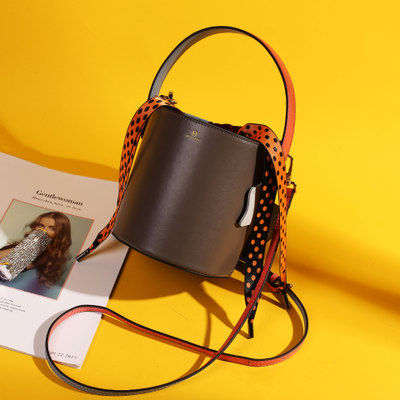 小众设计真皮女包水桶包包女2019新款牛皮单肩斜挎手提女士包bags