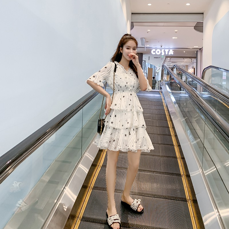 Versi Korea dari rok pantai sifon panjang bintang