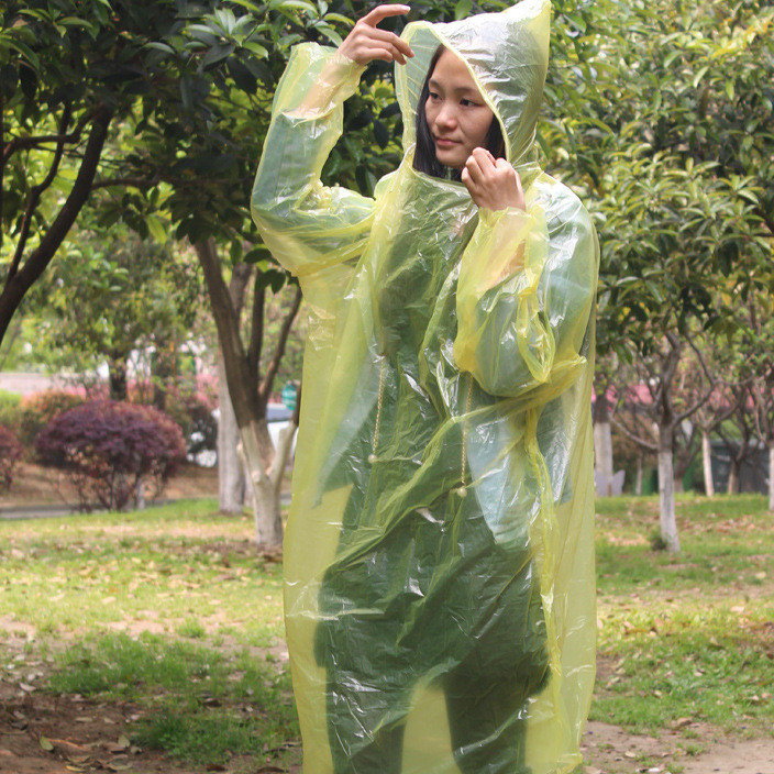 厂家直销-套头款雨披男女通用轻便PE连体式一次性雨衣演唱会雨衣