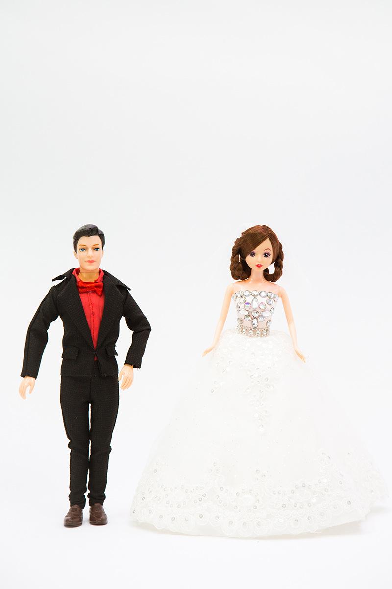 芭比娃娃婚纱套装 搪胶绿色环保材质成人婚纱礼服材料布料制作