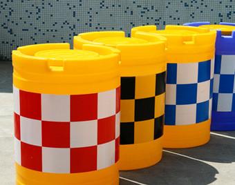 塑料防撞墩nbsp;警示防撞柱 隔离反光防撞桶 滚塑水马交通器材批发