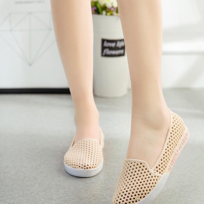 一件代发洞洞鞋 软底防滑广场舞鞋 百搭新款护士鞋 透气妈妈鞋