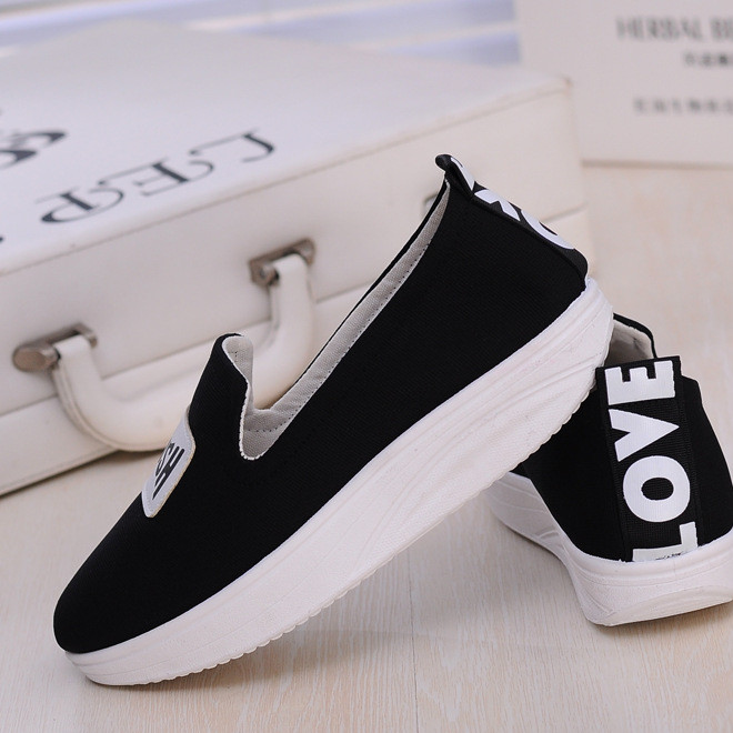16 years old new Beijing women's cloth shoes swing shoes sponge cake platform non-slip fashion trendy shoes manufacturers direct