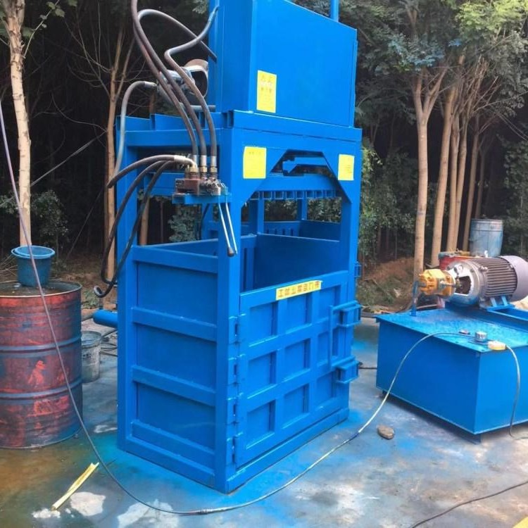 Small semi-automatic vertical hydraulic baler for clothing cloth semi-automatic horizontal bar and parallel bar hydraulic baler for clothing scraps vertical baler
