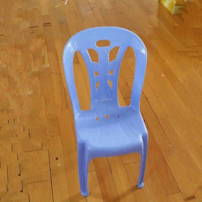 批发供应2007型号塑胶靠背椅 加厚透气耐用成人餐椅 大排档塑料凳