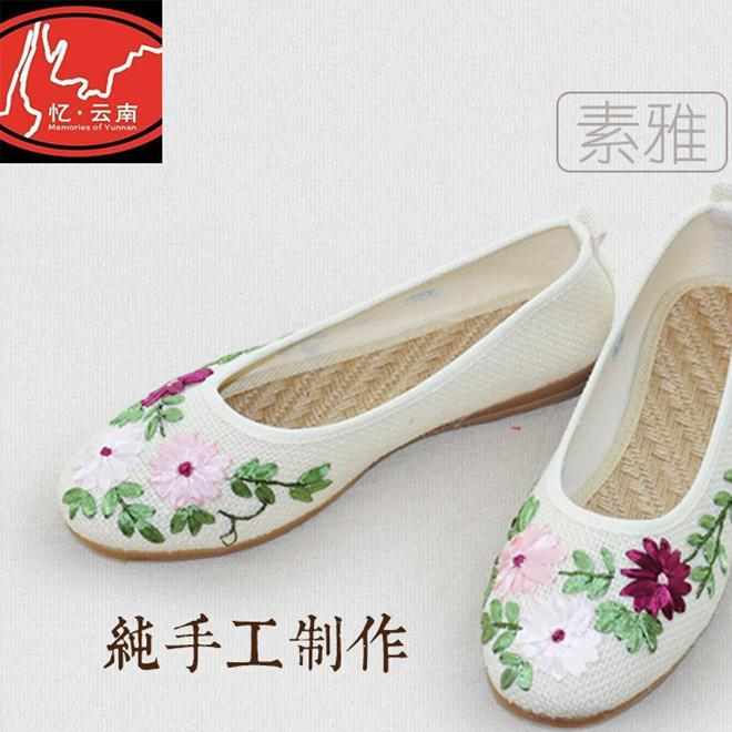 2019 spring and autumn new embroidered women's cloth shoes old Beijing cloth shoes national style flat heel low top shoes retro casual shoes