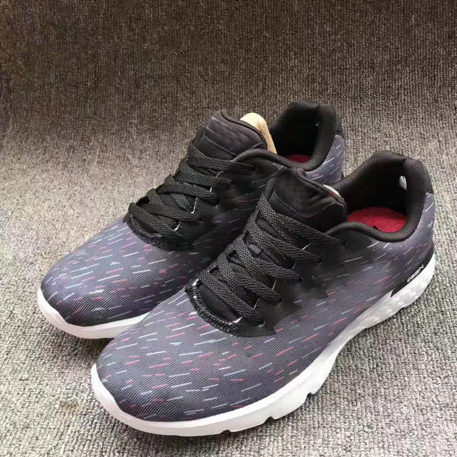 A new generation of flying weave sneakers for women breathable shock absorption air cushion shoes for leisure running shoes for women portable outdoor shoes