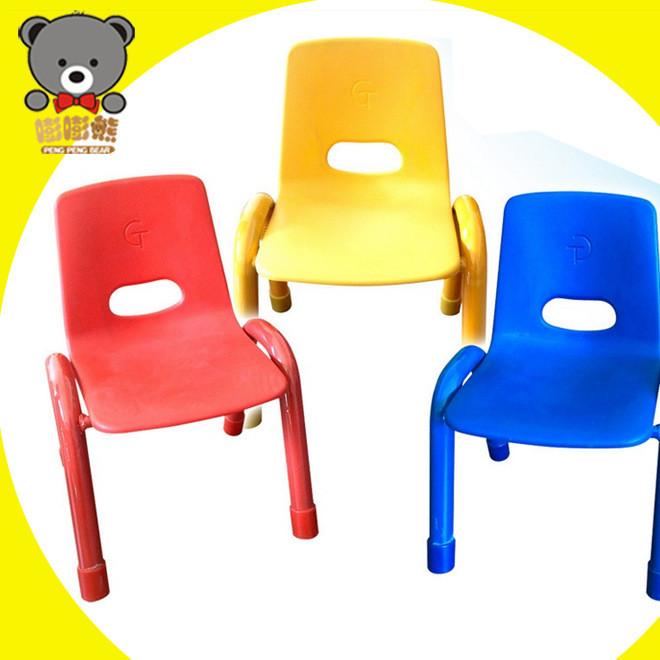 嘭嘭熊 幼儿园用品 塑料儿童铁脚椅子  大中小班儿童椅 批发桌椅